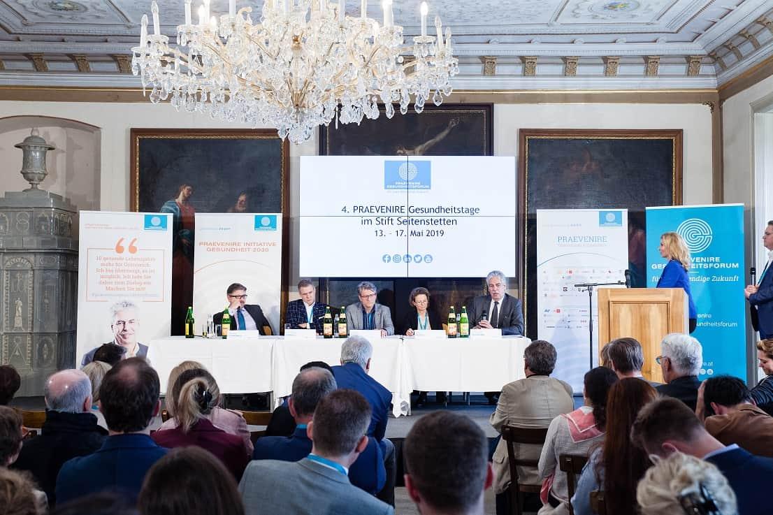Die Expertinnen und Experten diskutierten zum Thema Standortpolitik — Gesundheitsberufe — Ausbildung im Rahmen der 4. PRAEVENIRE Gesundheitstage. | © Peter Provaznik